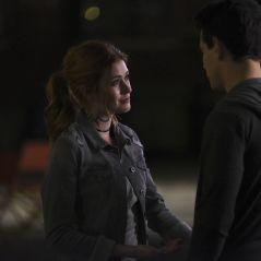 """De """"Shadowhunters"""": Clary (Kat McNamara) finalmente beija Simon e fãs vão à loucura!"""