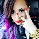 "Demi Lovato grava clipe de ""Really Don't Care"" na parada gay"