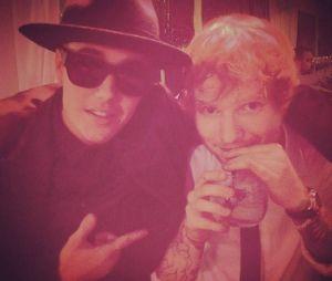 Ed Sheeran bate em Justin Bieber com taco de golfe em acidente após bebedeira