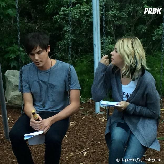 """Caleb (Tyler Blackburn) está de volta ao lado de Hanna (Ashley Benson) na quinta temporada de """"Pretty Little Liars""""!"""