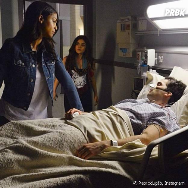 "Ezra (Ian Harding) vai receber a visita de Shana (Aeriel Miranda) na quinta temporada de ""Pretty Little Liars""!"
