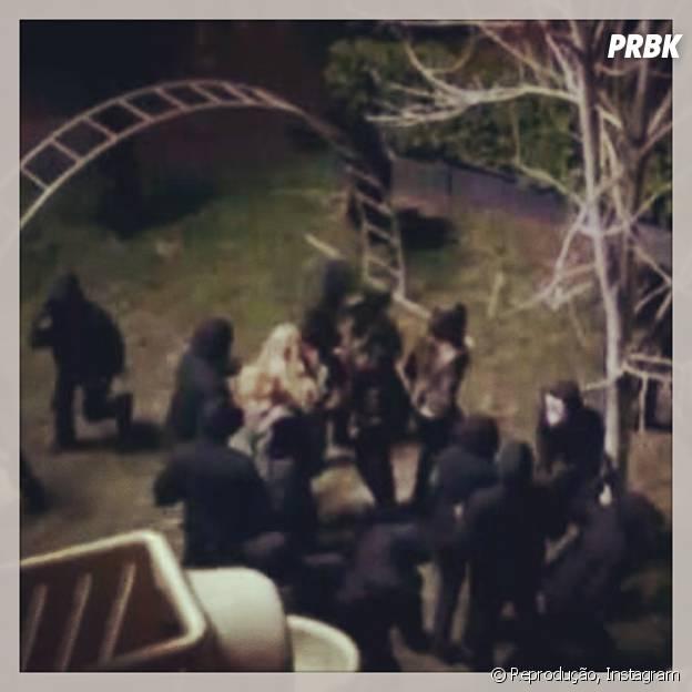 "Alison (Sasha Pieterse) será cercada quando retornar para Rosewood em ""Pretty Little Liars""!"