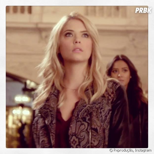 """Hanna (Ashley Benson) e Emily (Shay Mitchell) ficarão em alerta na quinta temporada de """"Pretty Little Liars""""!"""