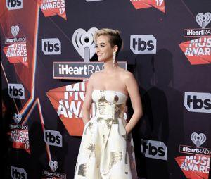 Katy Perry faz suspense sobre novo single