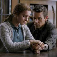 """Emma Watson quase chora em primeira imagem do drama """"Regression"""""""