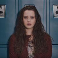 """Da Netflix: """"13 Reasons Why"""", produzida por Selena Gomez, ganha vídeo com elenco explicando a trama"""