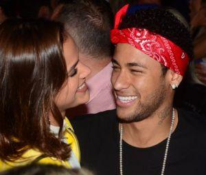 Bruna Marquezine e Neymar Jr. curtem show do Jorge e Mateus em clima de romance!