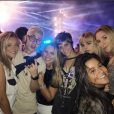 Isabella Santoni e Léo Picon apareceram em clima de romance na after party do Justin Bieber