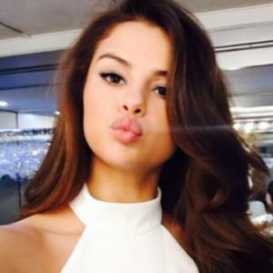 "Selena Gomez muda o visual e surpreende fãs no Instagram: ""Maravilhosa"""