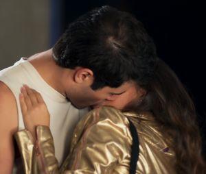 """Em """"Malhação"""", Nanda (Amanda de Godoi) se declara para Rômulo (Juliano Laham)!"""