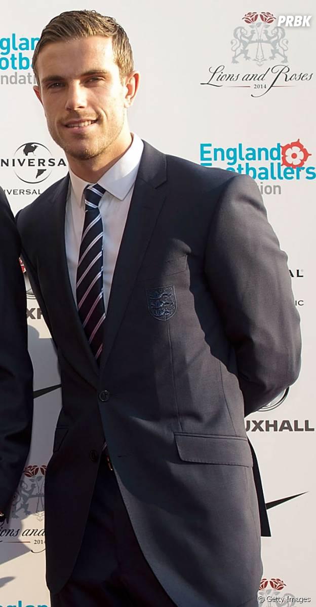 Jordan Henderson joga na sofrida Inglaterra