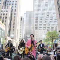 """Harry Styles participa do """"Today Show"""" e canta música nova durante sua apresentação!"""