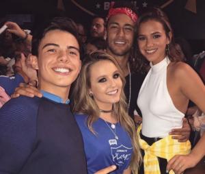 Larissa Manoela e Thomaz Costa foram flagrados em vários eventos juntos