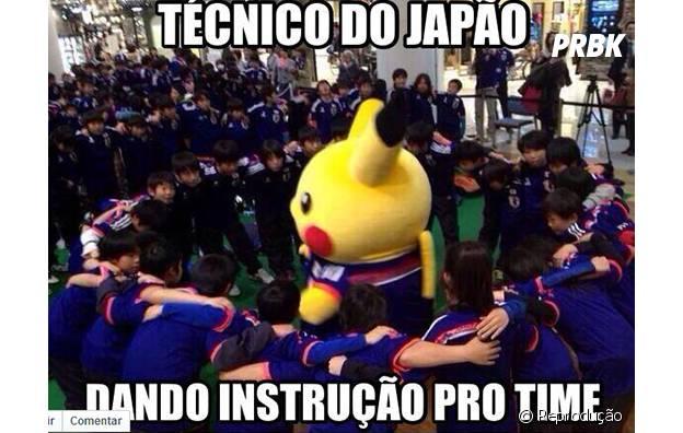 E a seleção do Japão recebe instruções do Pokemon!