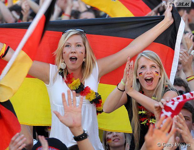 Belas torcedoras alemãs comemorando!