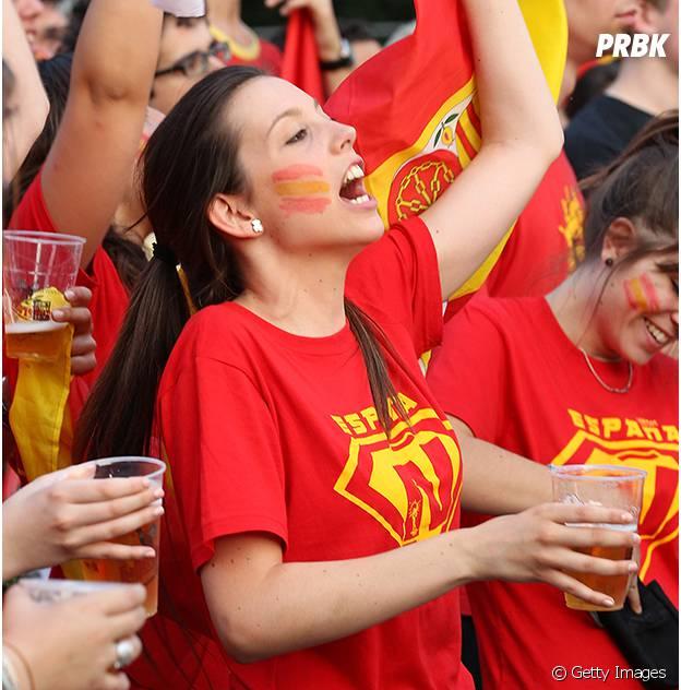 Torcedora espanhola faz sucesso na arquibancada