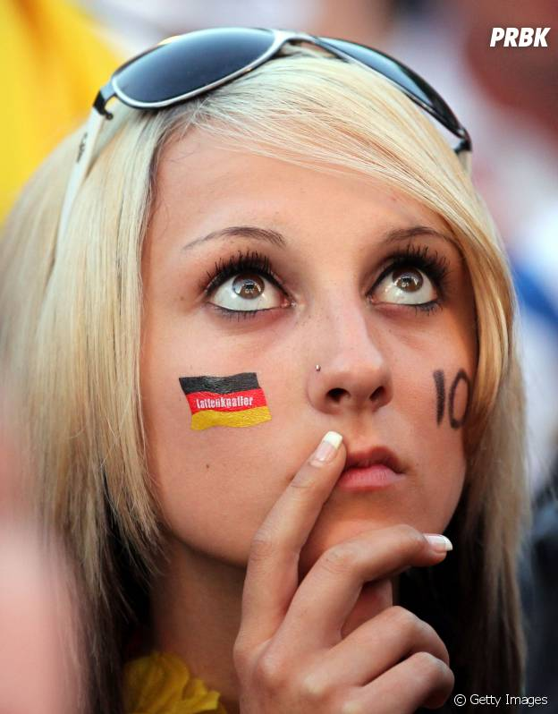 Torcedora alemã concentrada no jogo!