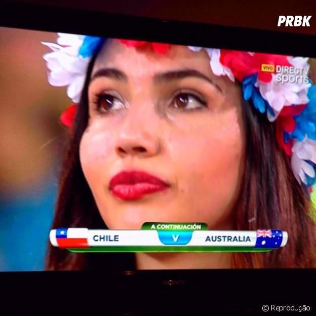 Bela torcedora chilena marca presença no estádio!