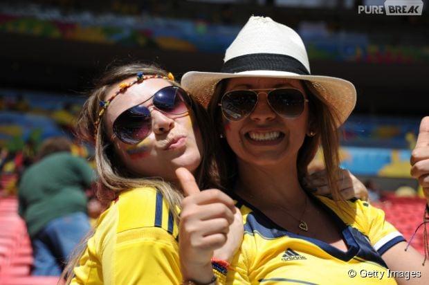 Torcedoras posam juntas para foto na Copa