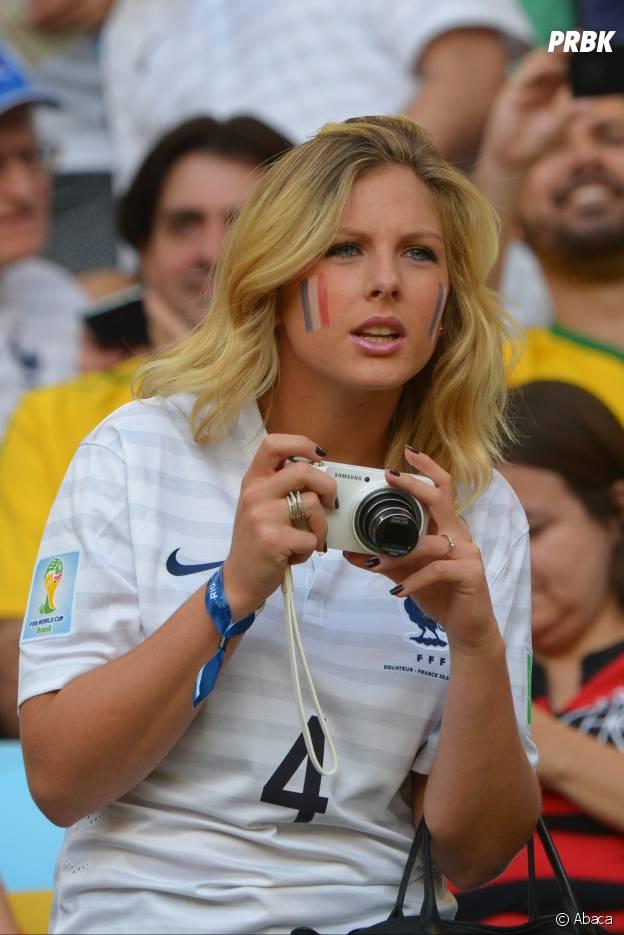 Bela namorada de um dos jogadores da França na torcida!