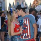 Larissa Manoela e Thomaz Costa se beijam em 1ª foto após assumirem namoro!