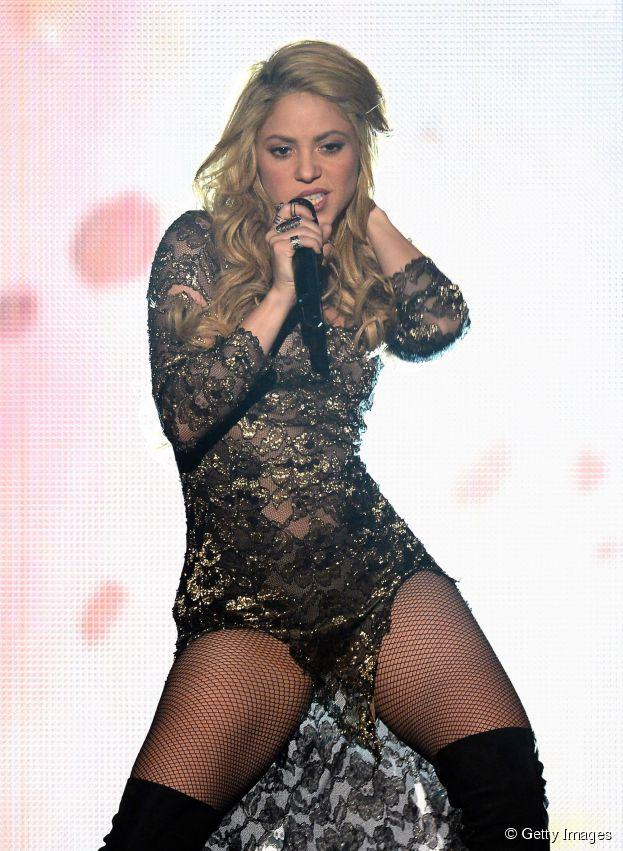 """Shakira apresenta """"La La La"""" no encerramento da Copa do Mundo"""