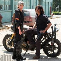"""De """"The Walking Dead"""": 8ª temporada ganha primeira foto com Daryl (Norman Reedus) e Carol"""