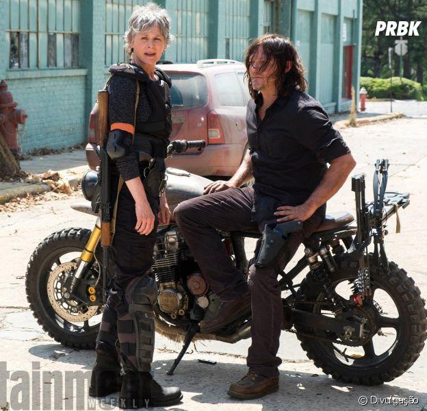 """De """"The Walking Dead"""": (Norman Reedus) e Carol (Melissa McBride) aparecem na primeira imagem de divulgação da oitava temporada!"""