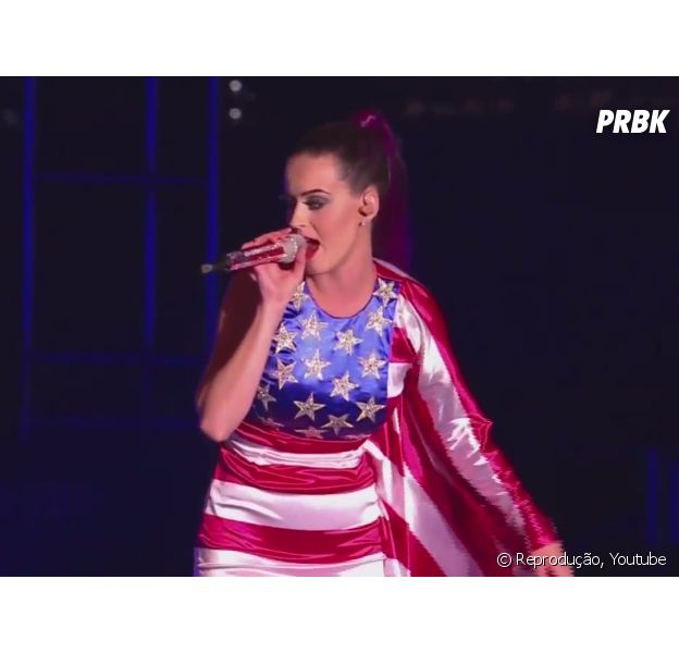 "Katy Perry canta hit sobre as meninas da California em ""California Girls"""