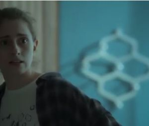 """Novela """"A Força do Querer"""": Ivana (Carol Duarte) se reconhece no espelho"""