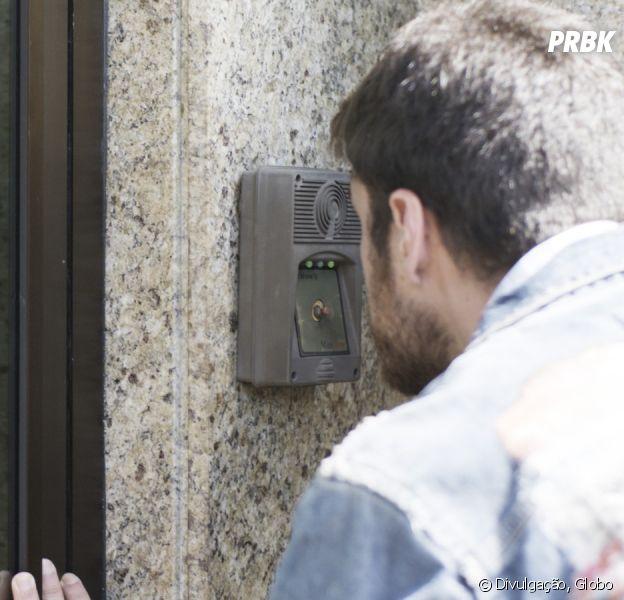 """Em """"A Força do Querer"""": Zeca (Marco Pigossi) faz escândalo no prédio de Ritinha (Isis Valverde)"""