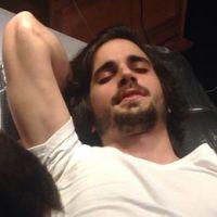 Fiuk faz tatuagem de estrela na barriga e não esconde a dor! Veja a foto!