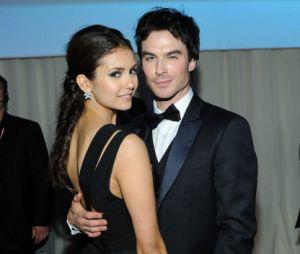 """Em """"The Vampire Diaries"""", Nina Dobrev e Ian Somerhalder namoraram no início da trama. Porém, o relacionamento acabou e eles continuaram interpretando um casal na série"""
