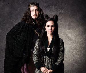 """Em """"Deus Salve o Rei"""": Lucrécia (Tatá Werneck) e Rodolfo (Johnny Massaro)"""