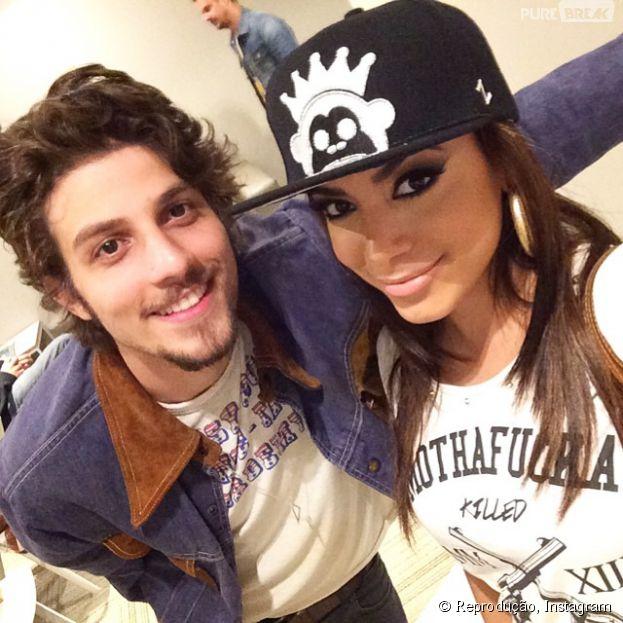 """Anitta elogia Chay Suede nos bastidores do """"Altas Horas"""": """"Talento na TV e também na música"""""""