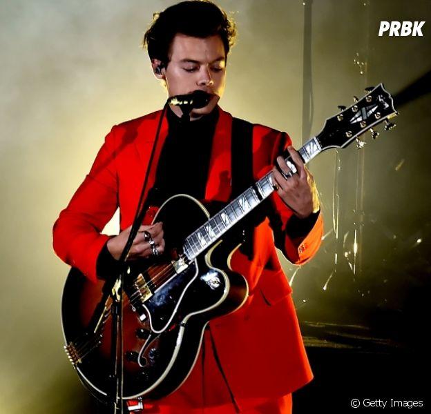 Harry Styles faz turnê em Londres com presença de Charlie Puth