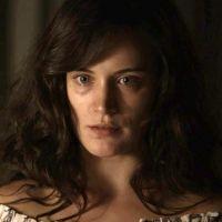 """Novela """"O Outro Lado do Paraíso"""": Clara (Bianca Bin) acha que Renato tentou matá-la!"""