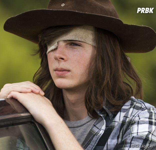 """Em 'The Walking Dead"""", Chandler Riggs muda o visual e confirma morte de Carl"""