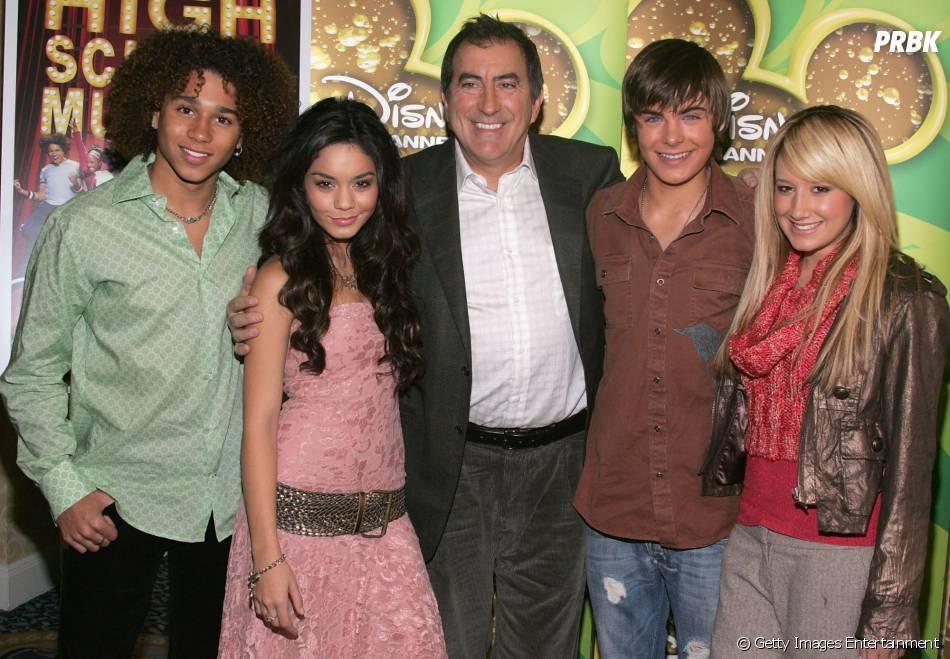 """Até o diretor da saga, Kenny Ortega, juntou-se ao evento, que reunirá os atores de """"HIgh School Musical"""", em dezembro"""