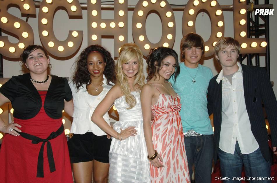 "Vanessa Hudgens, Ashley Tisdale, Corbin Bleu, Lucas Grabeel, Kaycee Stroh, Olesva Rulin e Zac Efron protagonizaram a produção da Disney ""High School Musical"""