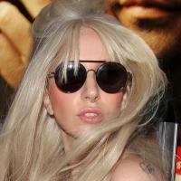 """Lady Gaga divulga trecho do single """"Venus"""" e também imagens bizarras"""