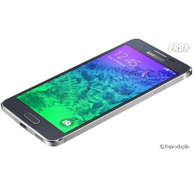 Samsung lança primeiro aparelho com borda de metal