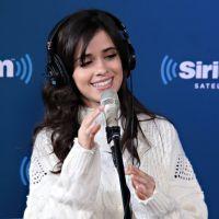 """Camila Cabello defende Fifth Harmony após piada de jornalista: """"Não é bem assim"""""""