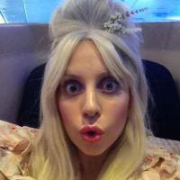 """Lady Gaga lança """"Venus"""" e cria mais polêmicas com Kelly Osbourne nas redes sociais!"""