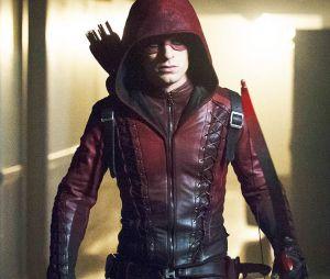 """Em """"Arrow"""", Arsenal (Colton Haynes) vira personagem recorrente na 8ª temporada!"""