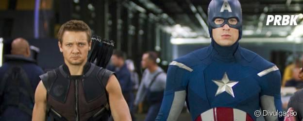 Gavião Arqueiro (Jeremy Renner) e Capitão América (Chris Evans) são dois dos seis Vingadores da Marvel