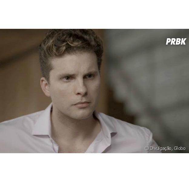 """Em """"O Outro Lado do Paraíso"""", Patrick (Thiago Fragoso) mata Renato (Rafael Cardoso) para salvar Clara (Bianca Bin)"""
