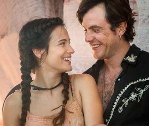 """Em """"O Outro Lado do Paraíso"""", Gael (Sergio Guizé) resolve ir para o Rio de Janeiro depois que Clara (Bianca Bin) confessa que é apaixonada por Patrick (Thiago Fragoso)"""