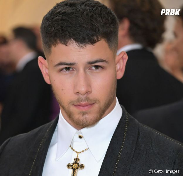 """Nick Jonas lança música nova depois de muito tempo. Ouça """"Anywhere"""""""