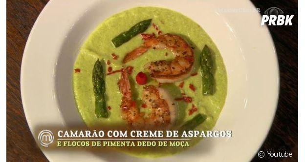 """No """"MasterChef Brasil"""", Thiago apresentou camarões lindíssimos com esse creme esquisito de aspargos"""